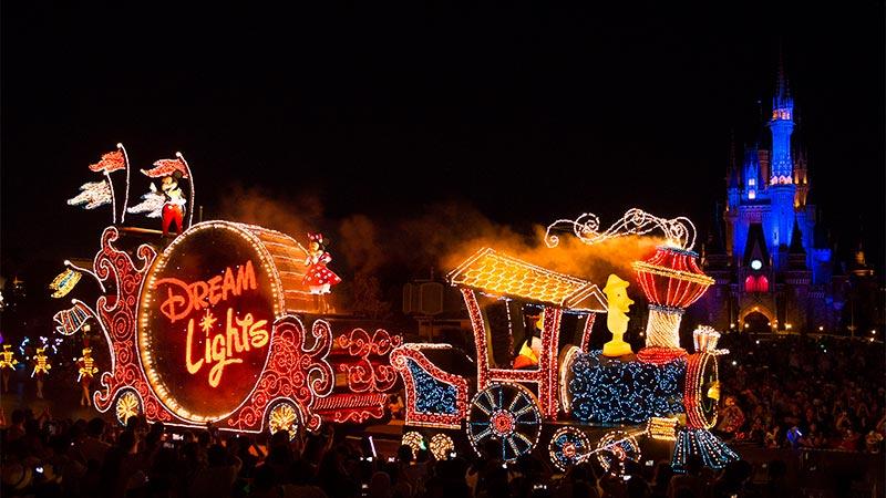 夜間遊行「東京迪士尼樂園電子大遊行~夢之光」