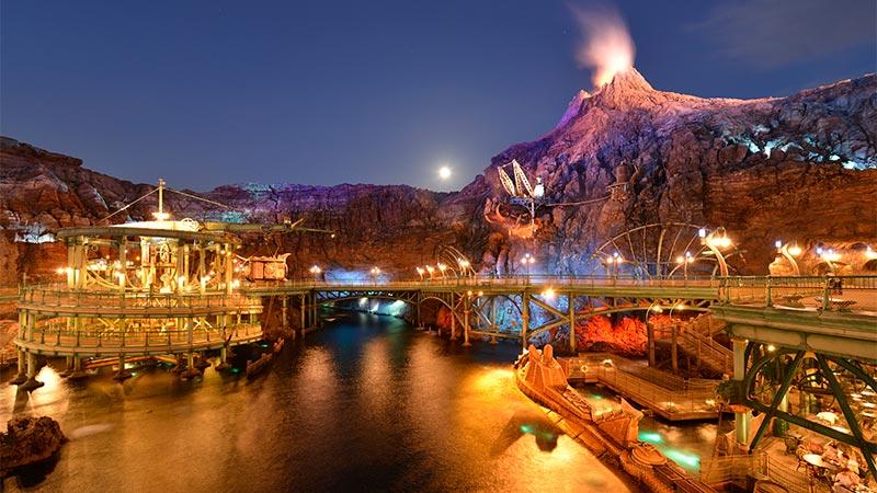 Nighttime, too―the fun never stops! Enjoy Tokyo DisneySea your own way