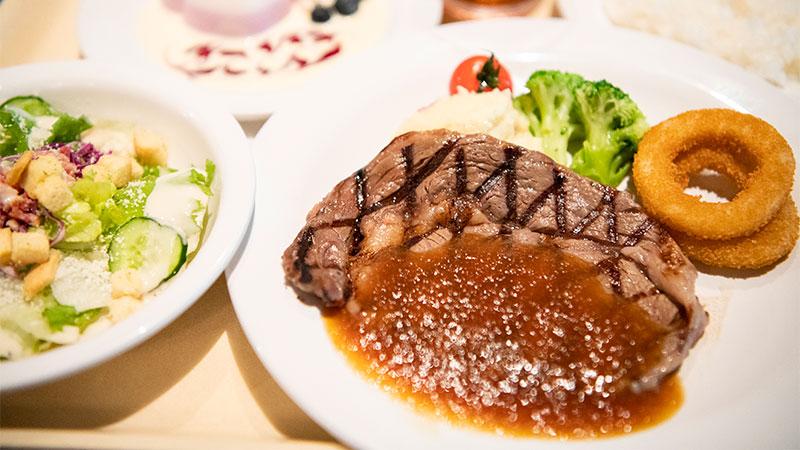 4. 前往「水平線海灣餐廳」大啖炙烤料理