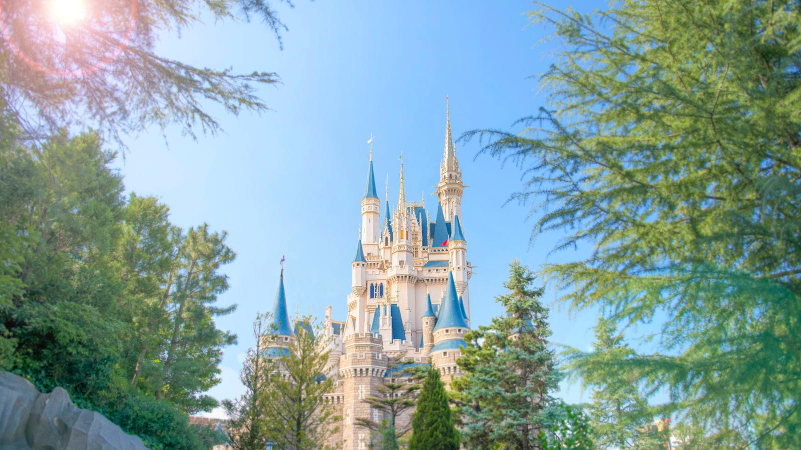 https://media2.tokyodisneyresort.jp/home/tdl/top/mainL_20190401_01.jpg