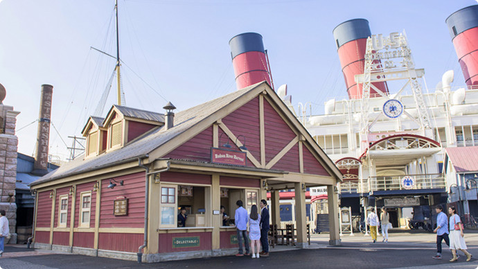 5. Stroll around American Waterfront