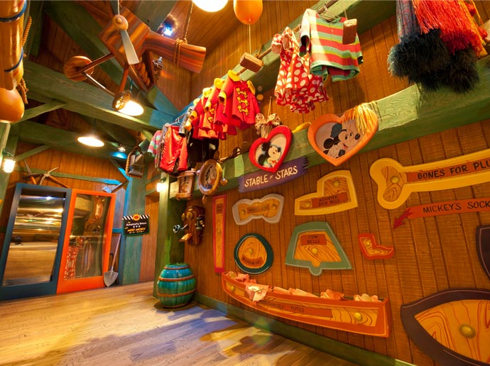 Take a keepsake photo at Mickey's House and Meet Mickey in Toontown