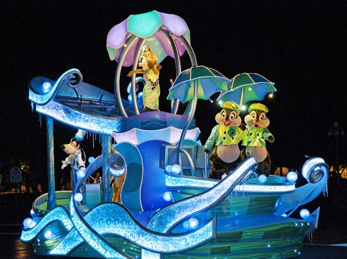 A fantastical mini parade presented only on rainy nights. Nightfall Glow at Tokyo Disneyland