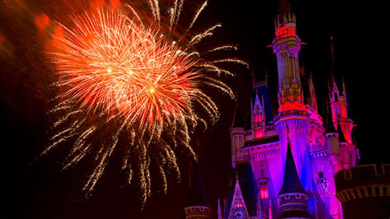 17.ハロウィーン限定の花火を楽しむのイメージ