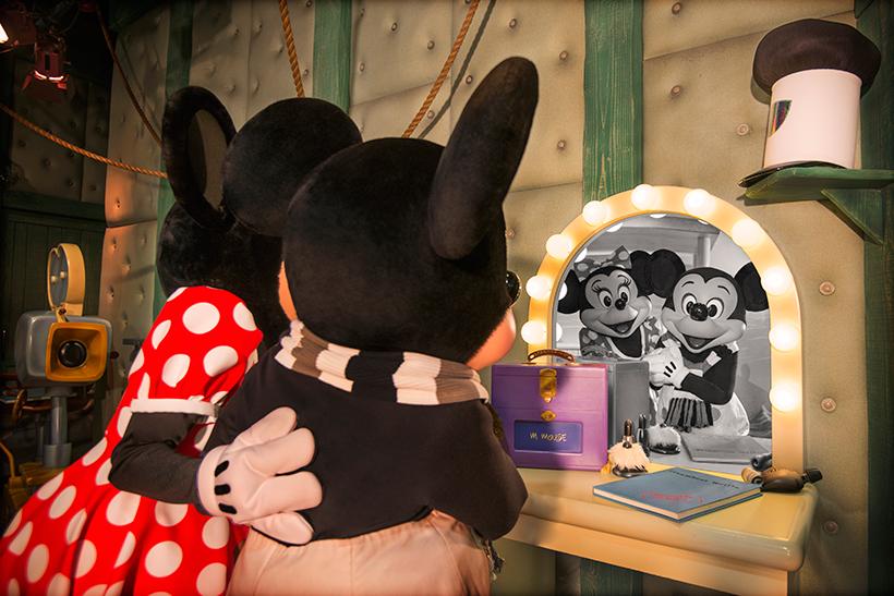 ミッキーにやさしく声をかけるミニーの画像②