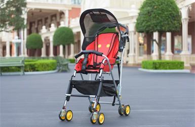 B 型嬰兒車