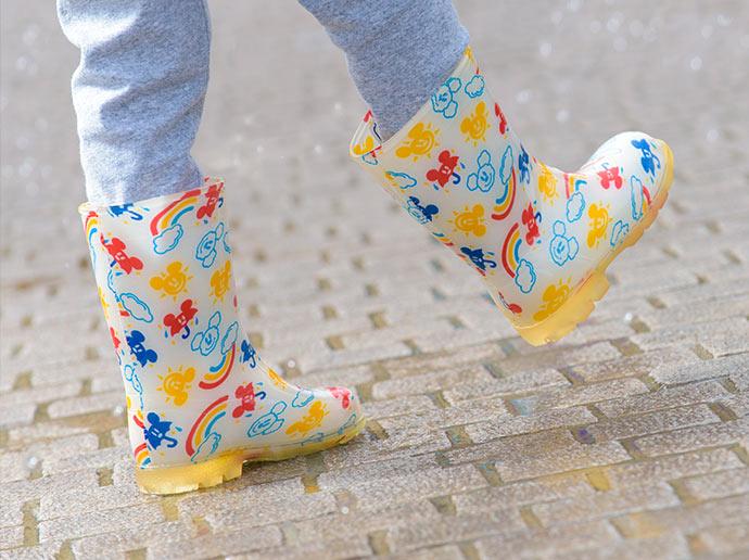 穿上可愛亮眼的獨家雨具歡樂闊步園區2